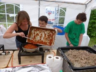 Anna, Andreas und Philipp beim Küchendienst